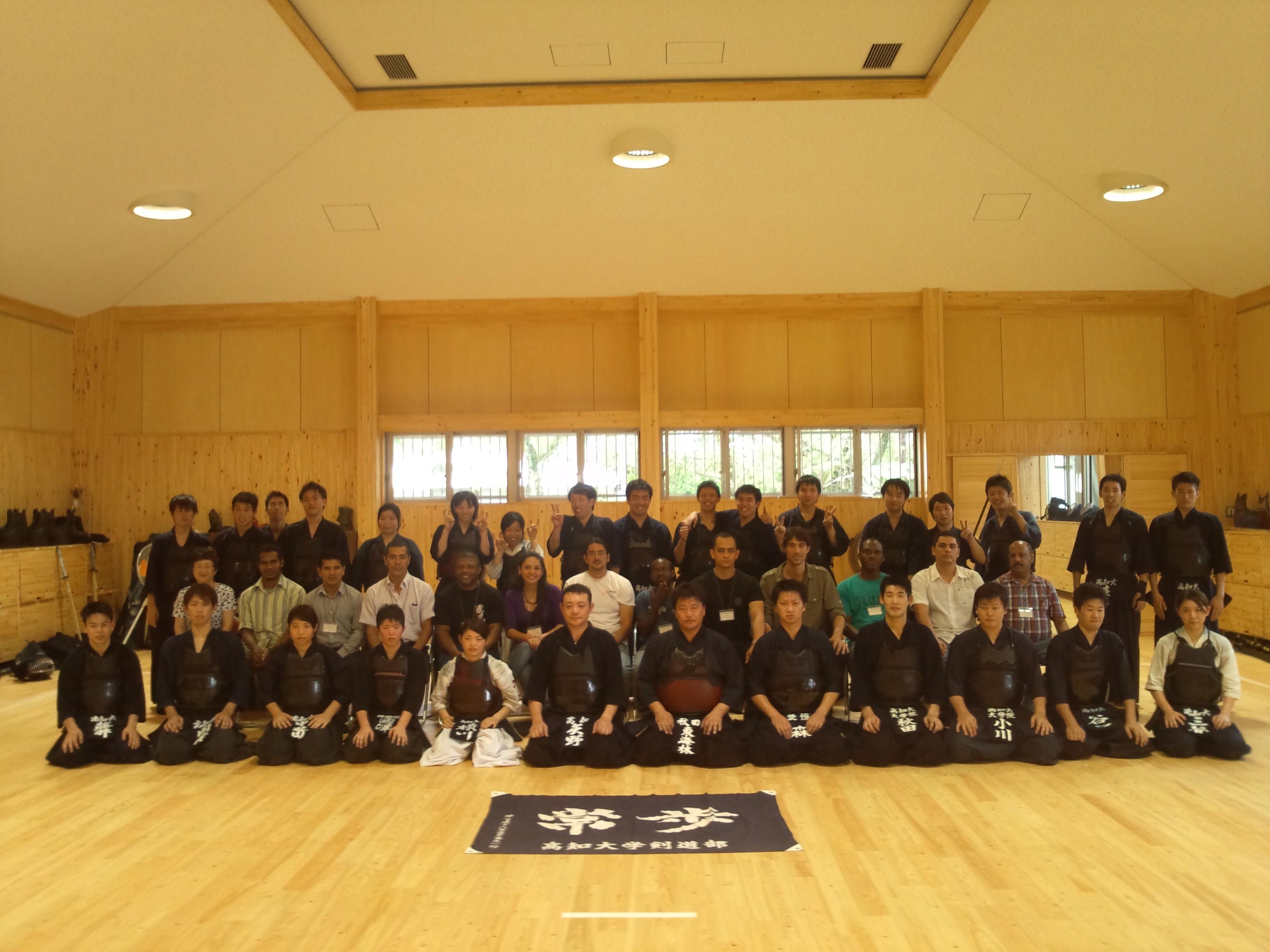 剣道部の早朝練習を見学